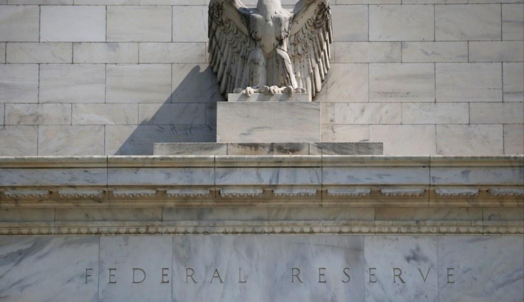 Reserva Federal espera tres o cuatro alzas a tasas en 2018