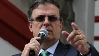 ebrard recibe llamada de theresa may