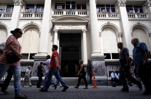 Se desploma economía argentina y aumenta crisis