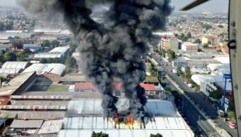 Controlan incendio en fábrica de zapatos de Iztapalapa