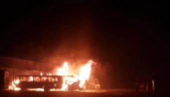 Autobuses se incendian en central camionera de Tepatitlán