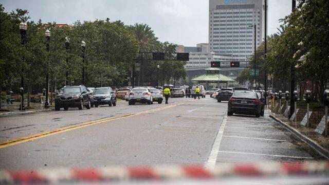 Múltiples víctimas mortales en un tiroteo en centro comercial de Florida