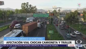Tráiler choca con camioneta en autopista México-Querétaro