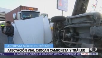 Tráiler choca contra camioneta en la autopista México-Querétaro