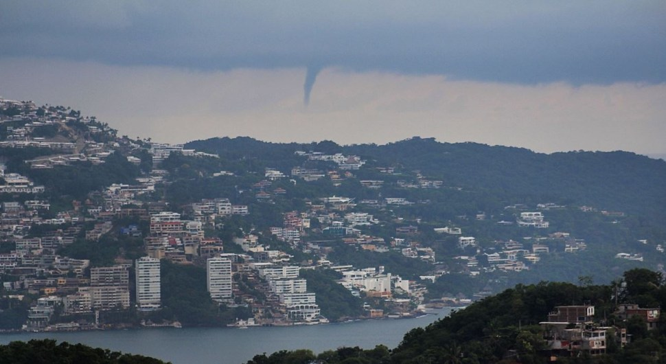 depresion tropical ocasiona tromba marina acapulco