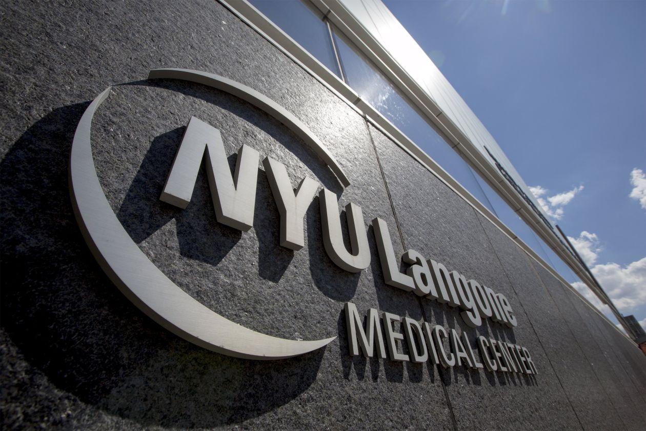 Universidad de Nueva York ofrecerá gratis la carrera de medicina