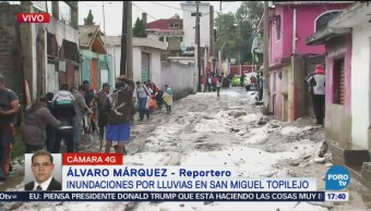Vecinos de San Miguel Topilejo trabajan desalojar el agua