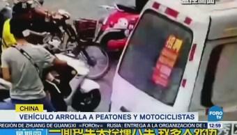 Vehículo arrolla a peatones y motociclistas en China