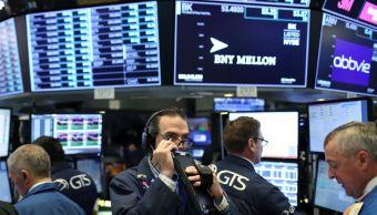 Wall Street abre con caída, preocupada por comercio global