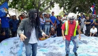 Zombies marchan en Venezuela por colapso de servicios