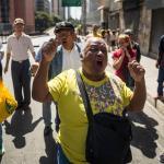Pensionados venezolanos exigen pago de pensiones