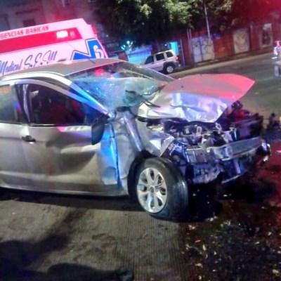 Choque deja dos heridos en avenida Chapultepec, CDMX