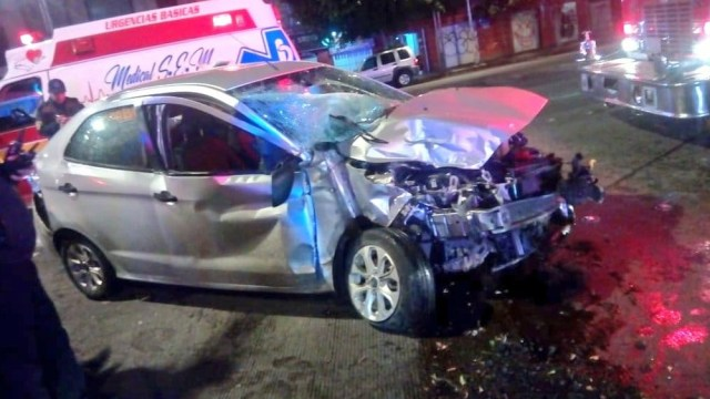 Choque en avenida Chapultepec, CDMX, deja dos heridos