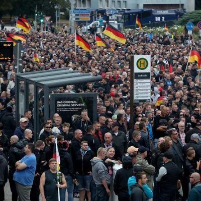 Miles de ultraderechistas marchan contra inmigrantes en Alemania