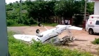 Avioneta se desploma en Guerrero y golpea camioneta
