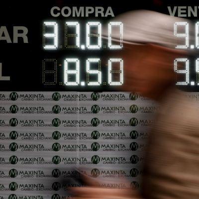Banco Central de Argentina subasta 400 millones de dólares, previo al cierre de mercado