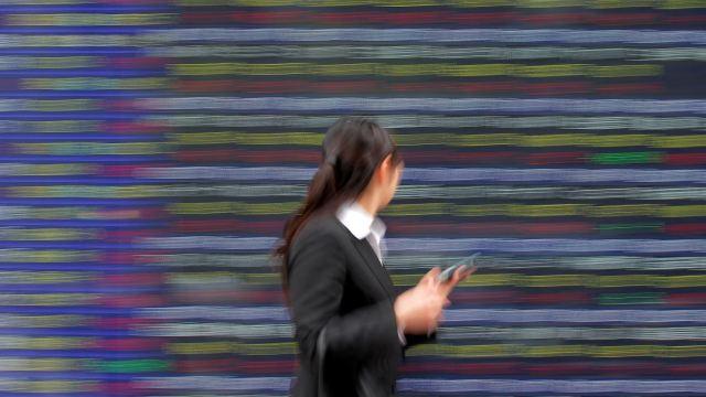 Bolsa de Tokio al alza, mercados de Asia caen