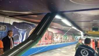 Caen lámparas en Metro Garibaldi y dejan dos lesionados