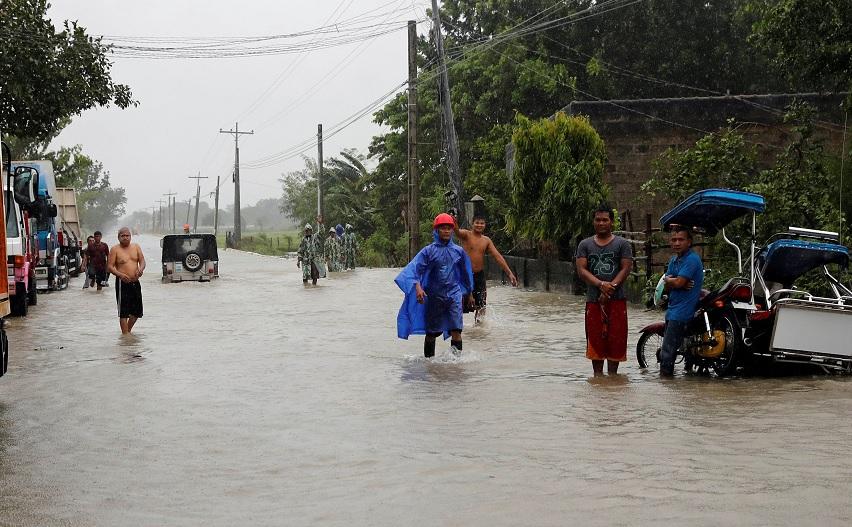 Tifón Mangkhut causa al menos cinco muertos en Asia