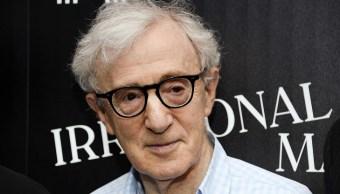 Woody Allen lo defiende su esposa de abuso a Farrow