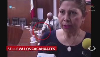 Diputado del PT en SLP se lleva hasta los cacahuates