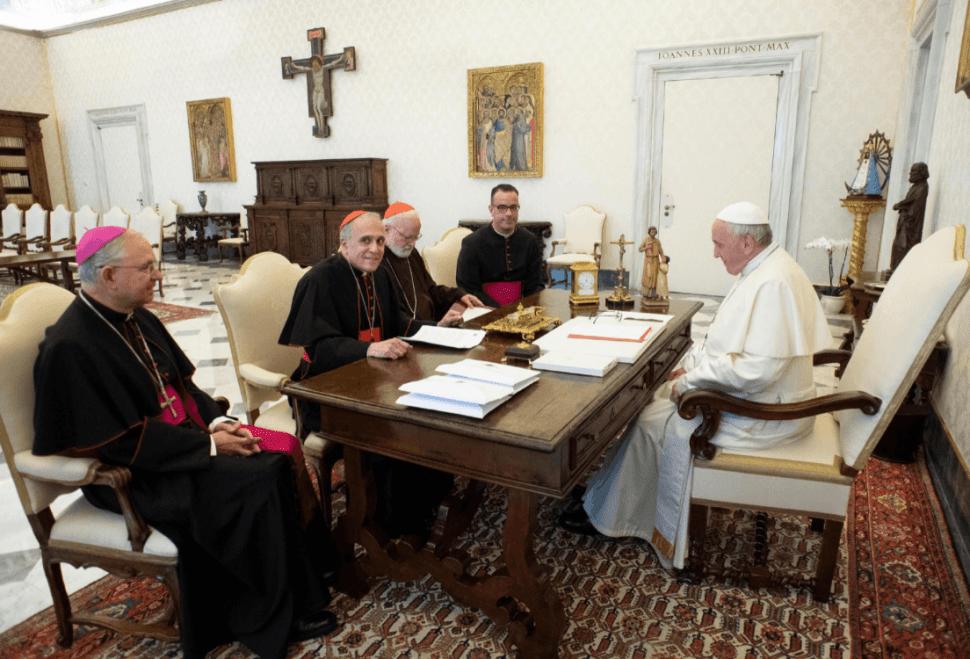 El papa recibe a obipos de EU tras escádanlo de abusos sexuales. (EFE)