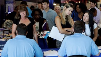 Empleo en EU se acelera, Fed elevaría tasas de interés