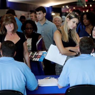 Empleo en Estados Unidos se acelera, Fed elevaría tasas de interés