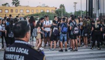 Escuela secundaria prohíbe acceso a alumnas que visten short