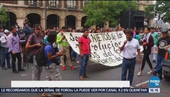 Familiares Normalistas Desaparecidos Protestan SCJN Estudiantes