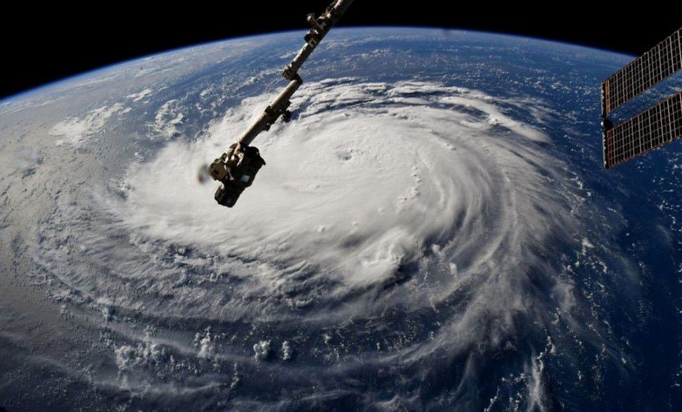 Huracán Florence se debilita ligeramente, pero sigue temor