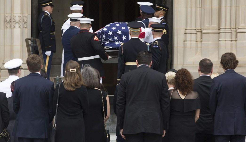 Expresidentes de EU dan último adiós a John McCain