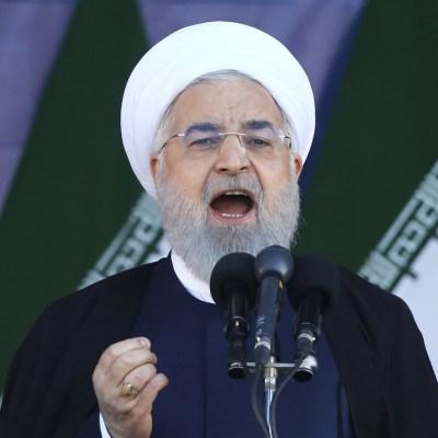 Rohani responsabiliza a separatistas árabes del atentado en Ahvaz, Irán