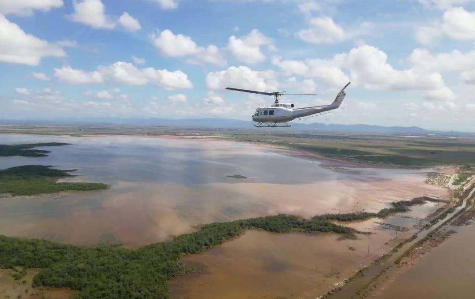 Helicópteros de la PGR llevan víveres a damnificados en Sinaloa
