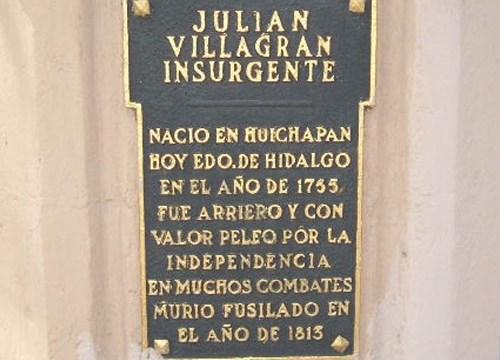 Hombre roba placas conmemorativas en Paseo de la Reforma