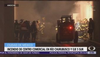 Incendio de centro comercial en Río Churubusco y Eje 5 Sur