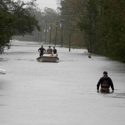 Florence se degrada a depresión tropical, provoca inundaciones