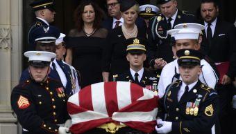 Entierran a John McCain en una ceremonia privada en Maryland