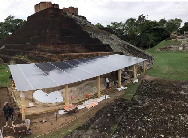 Labores de restauración en la zona arqueológica de Comalcalco