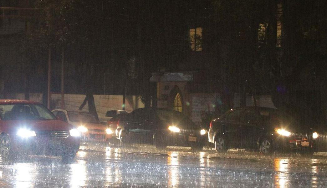 Lluvia provoca encharcamientos y árboles caídos hoy en CDMX