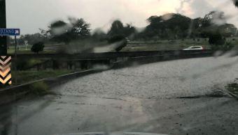 Zona de baja presión provoca lluvias en Colima