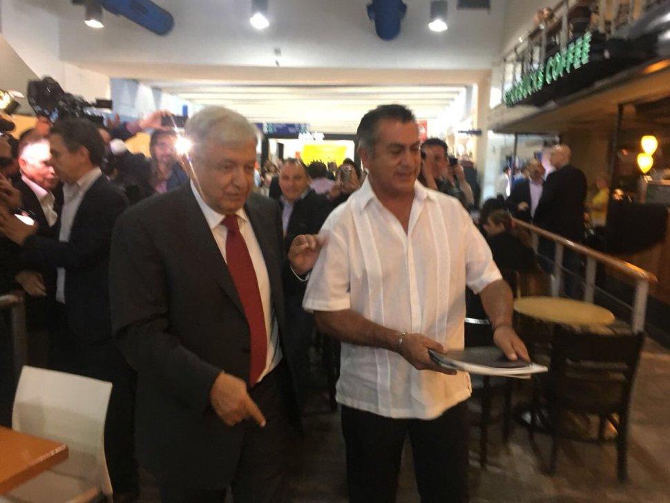 López Obrador y Rodríguez Calderón se reúnen en Monterrey