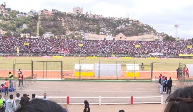 Fatal avalancha en estadio de fútbol — Madagascar