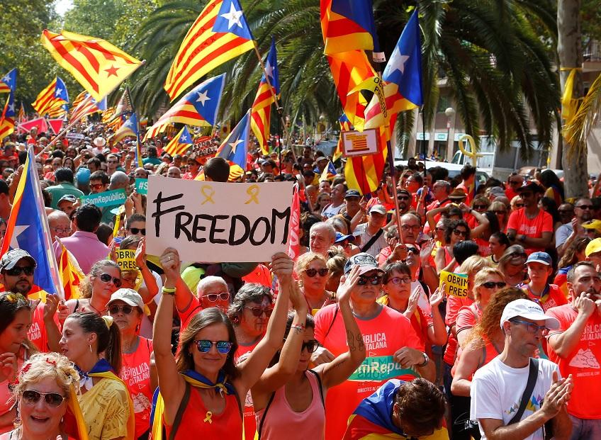 Cataluña celebra su fiesta regional con una masiva marcha independentista