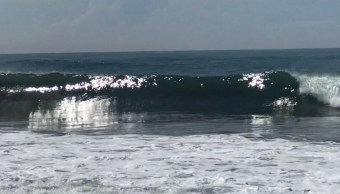 Mar de fondo en Manzanillo; se registran olas de 4 metros