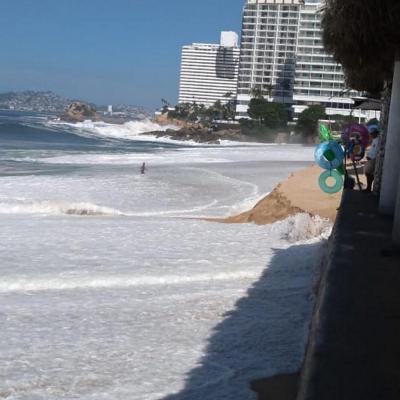 Aumenta oleaje por mar de fondo en Acapulco, Guerrero