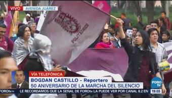 Marcha de estudiantes universitarios avanza Avenida Juárez