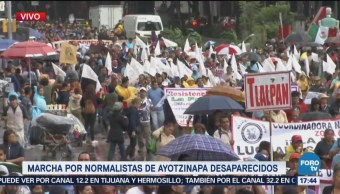 Marcha Normalistas Ayotzinapa Avanza Avenida Juárez CDMX