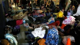 Emigrantes venezolanos deambulan en la frontera de Ecuador