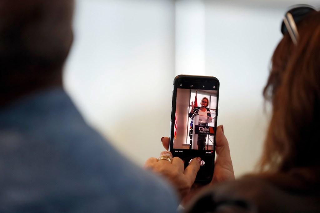 Latinas ayudan a romper récord de candidatas en Estados Unidos